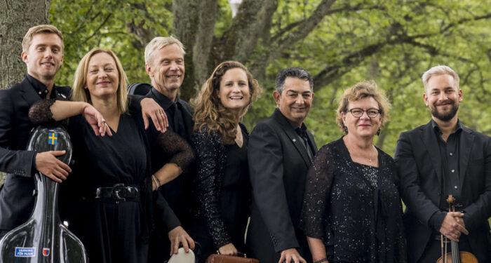 Några orkestermedlemmar ur Musica Vitae porträtteras mot en bakgrund av växtlighet